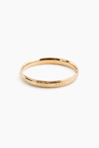14k yellow gold classic etched floral bangle (.31w)