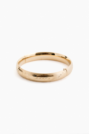 14k yellow gold classic etched floral bangle (.39w)